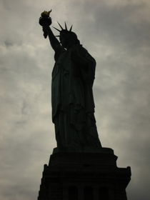 Shadowy Statue of Liberty von Kelsey Horne