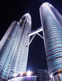 petronas towers // kuala lumpur by Wilma Traldi