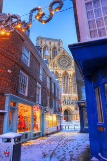 York Minster at Christmas, Peppergate Street von Martin Williams
