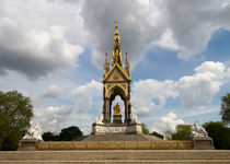 Prince Albert memorial statue  by David J French