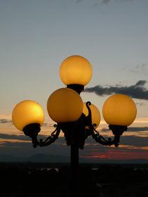 Beleuchteter Sonnenuntergang in Pakse by fotaria