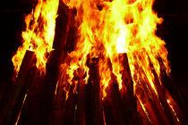 Feuer-flammen-glut-holz-1010075