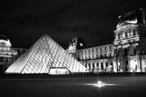 The-louvre-black-and-white