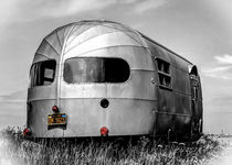 Airstream Caravan on the Beach. by ian hufton