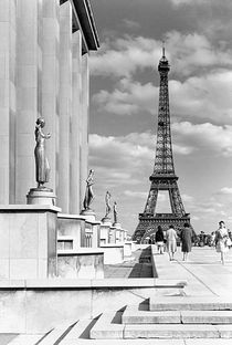 BW France Paris Eiffel tour Chaillot palace 1970s by blackwhitephotos