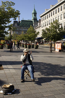 OLD MONTREAL HARMONICA PLAYER von John Mitchell