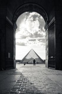 Louvre pyramid by Daniel Zrno