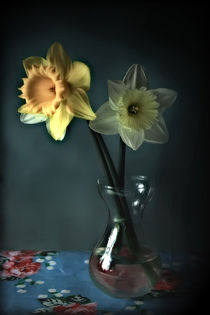 Daffodils and Vase by Simon Gladwin