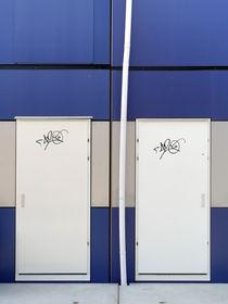 Fallrohr fassade  Fallrohr Blau Fassade Poster & Fallrohr Blau Fassade Kunstdrucke ...