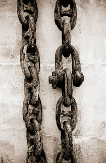 Two chains by Lars Hallstrom
