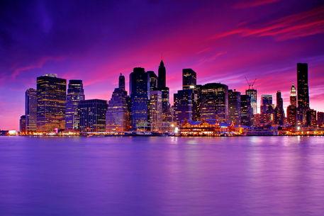 new york city manhattan skyline at night fotografie als poster und kunstdruck von zoltan duray. Black Bedroom Furniture Sets. Home Design Ideas